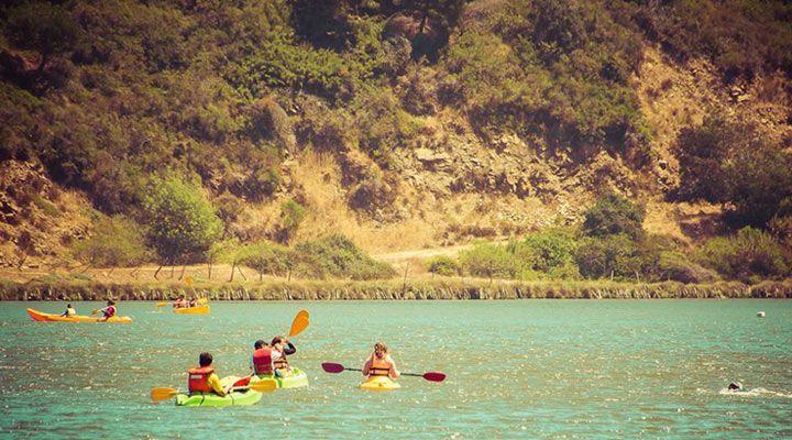 paseo grupal en kayak camping millaco cahuil, pichilemu