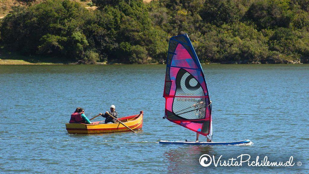 bote-y-windsurf-laguna-de-cahuil