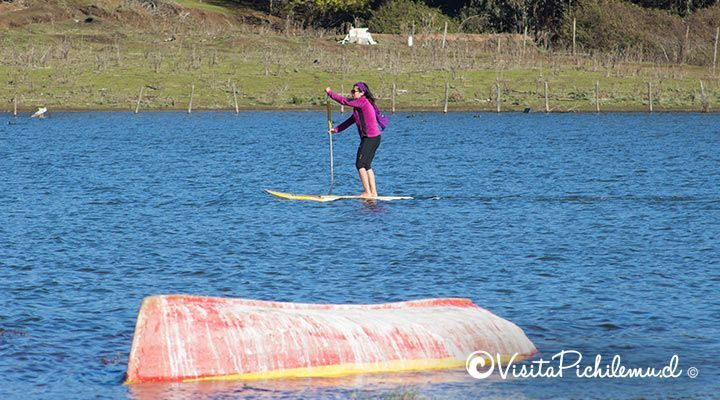 walk-in-stand-up-paddle-by-the-lake-of-Cahuil