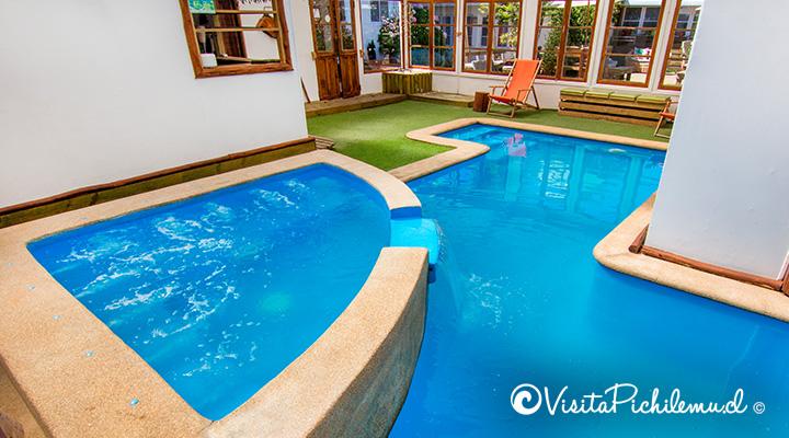 jacuzzi-y-piscina-temperada-villa-rustika-pichilemu